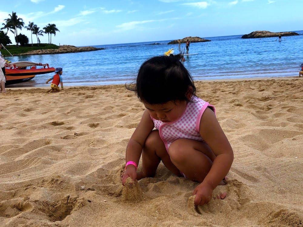 海遊び 赤ちゃん 海 ビーチ 砂遊び 海外 子連れ旅行