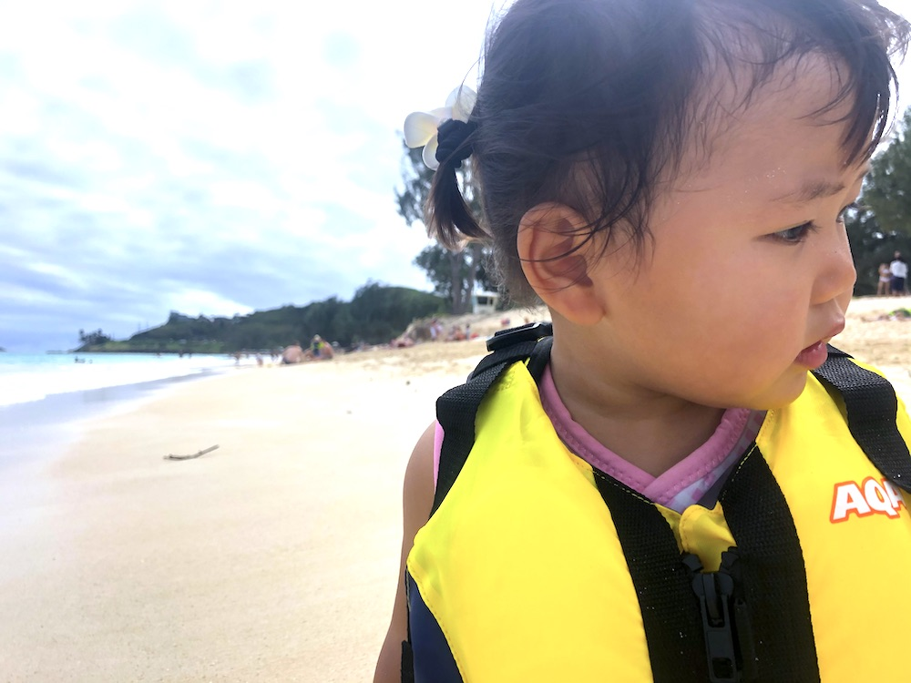 赤ちゃん 海遊び 水遊び ライフベスト 持ち物