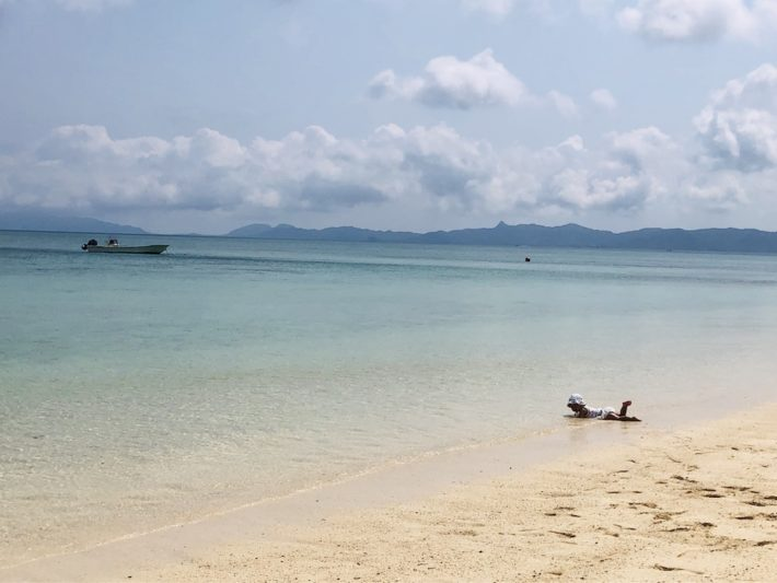 子連れ 赤ちゃん 海遊び ビーチ 家族旅行 沖縄