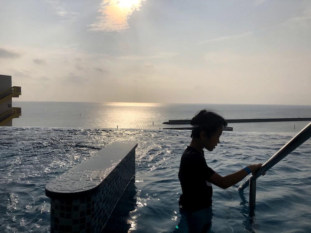 レクー沖縄北谷スパ&リゾート プール インフィニティプール サンセット 子連れ 家族旅行