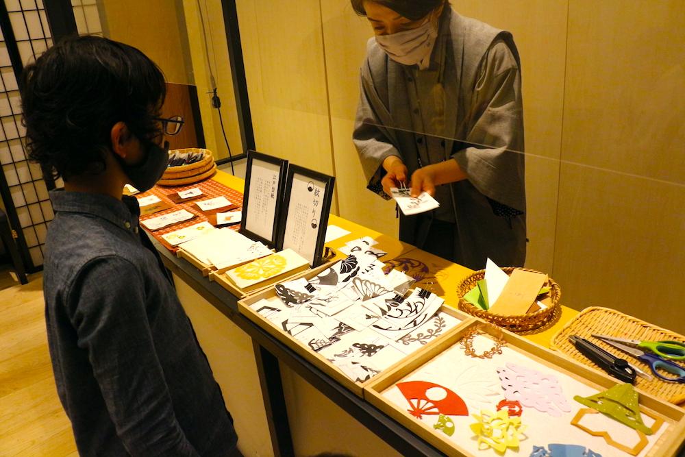 星のや東京 東京 子連れ 星野リゾート アクティビティ 切り絵 和紙遊び 紋切り