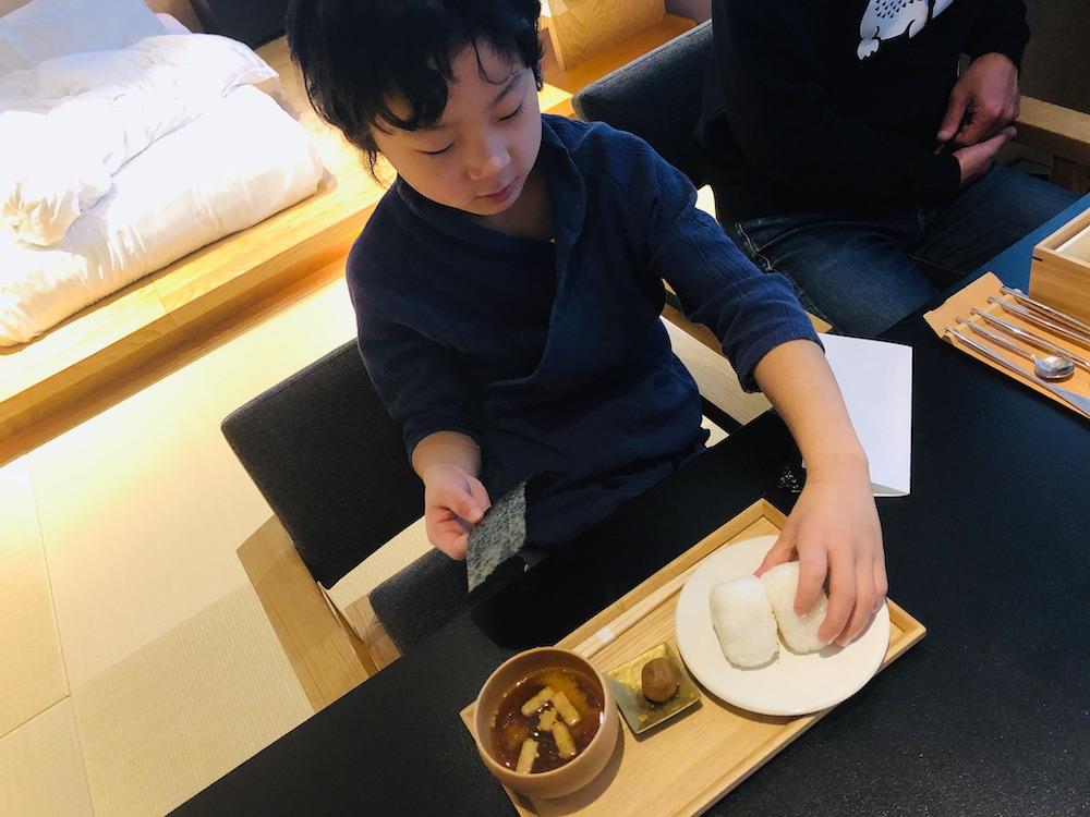 星のや東京 東京 子連れ 星野リゾート おむすび おにぎり 子供 部屋食 朝食