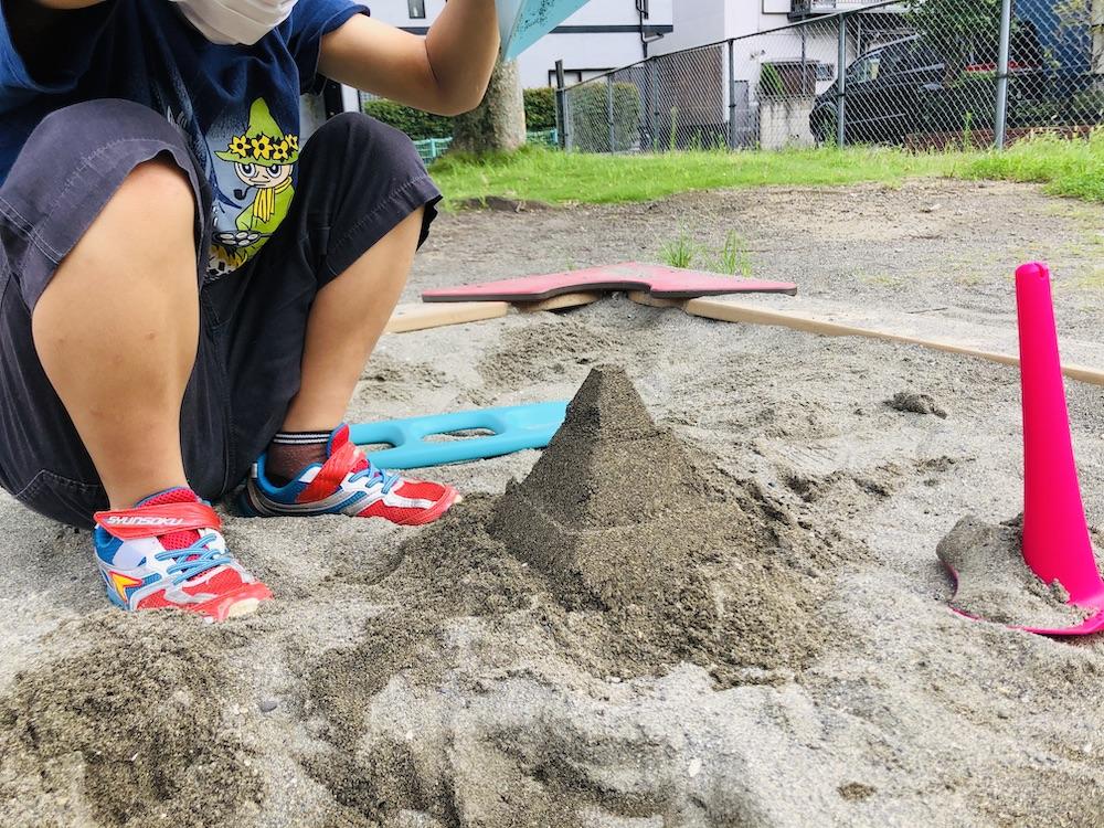 エデュテ ピラ キュート Quut 砂遊び 水遊び プール遊び お風呂遊び おもちゃ ふるい ショベル 公園 ピラミッド