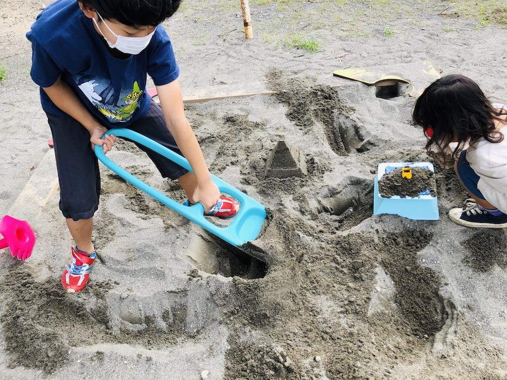 エデュテ スコッピー キュート Quut 砂遊び 水遊び プール遊び お風呂遊び おもちゃ ふるい ショベル 公園 スコップ
