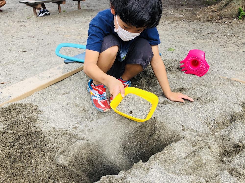 エデュテ スコッピー キュート Quut 砂遊び 水遊び プール遊び お風呂遊び おもちゃ ふるい ショベル 公園
